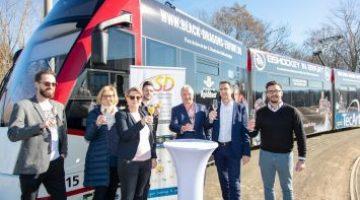 Die Neue Black Und Young Dragons Bahn Rollt Nun Offiziell Durch Erfurt