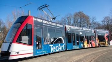 Straßenbahnpräsentation Mit Den Drachen